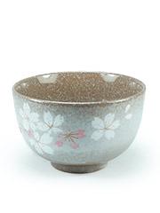 Tasse à thé brune avec fleurs Heian Sakura